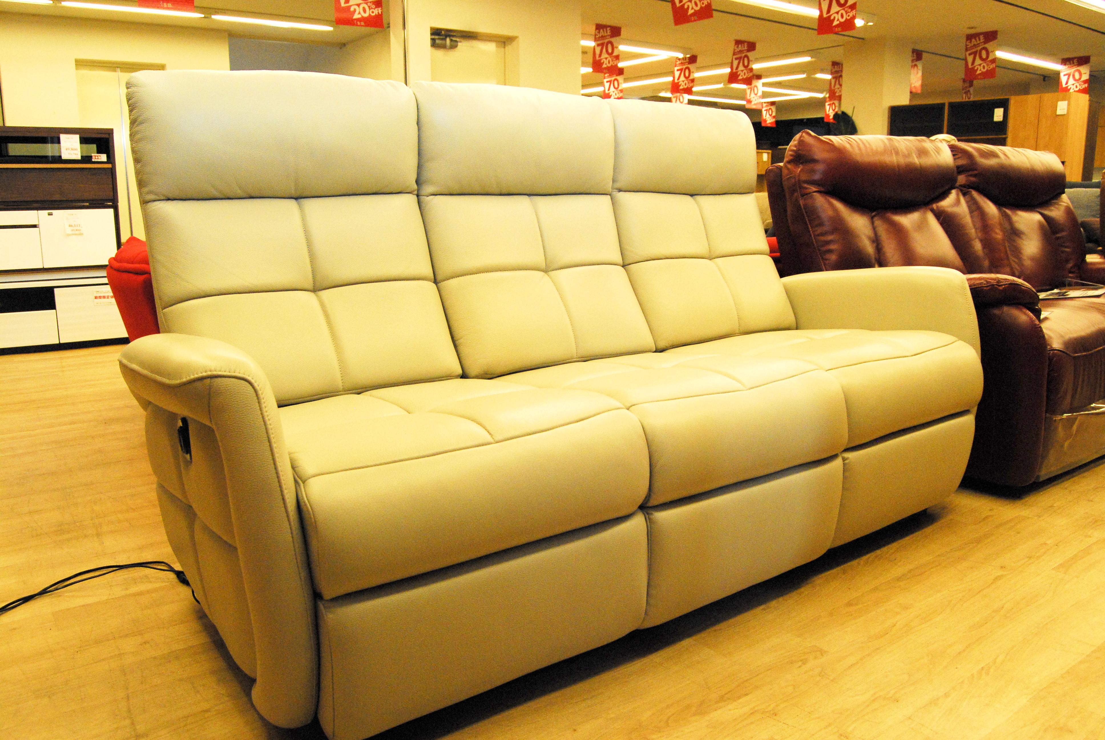 展示品限りでお買い得の本革電動リクライニングソファ